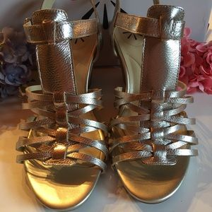 NEW Isaac Mizrahi Fisherman Sandals